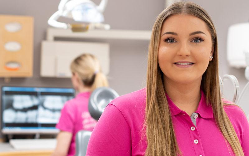 Vi önskar Amanda Sandström Brunnström, tandhygienist varmt välkommen till oss!